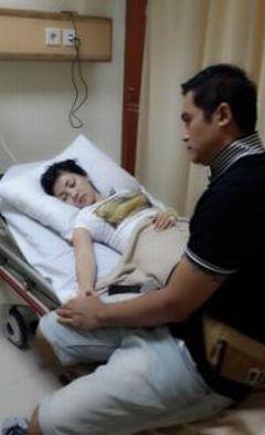 Bella Sofie Dilarikan ke RS Usai Berenang Bareng Adjie