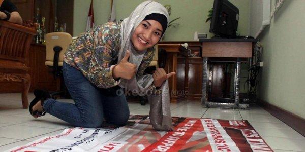 Takut Ganggu Orang Salat, Fatin Pakai Masker ke Masjid