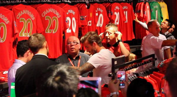 Beckham saat berbelanja (Foto : Mirror)
