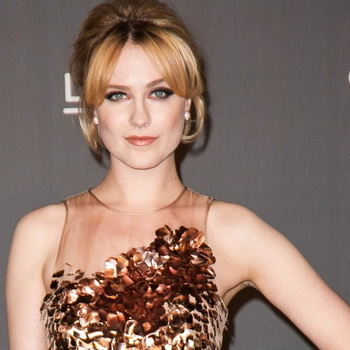 Hamil, Evan Rachel Wood Kesal Tak Bisa Ngeganja