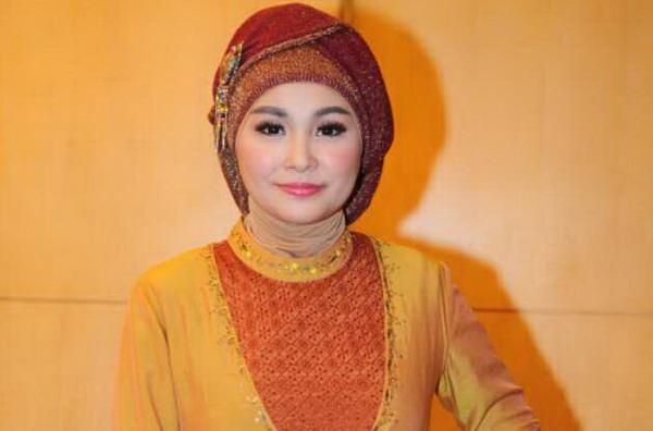 Soraya Larasati Berhijab Bukan karena Dipaksa Suami