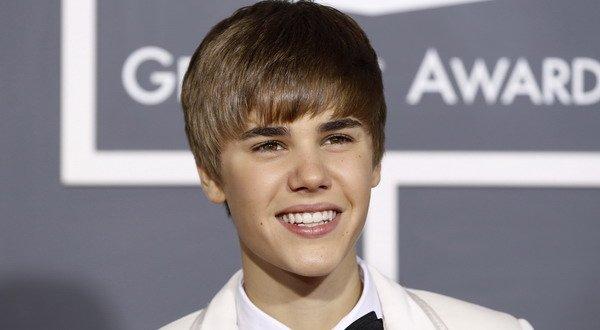 Duh, Justin Bieber Ludahi Muka Orang Lagi