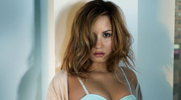 Demi Lovato Senang Main dengan Hantu di Rumah