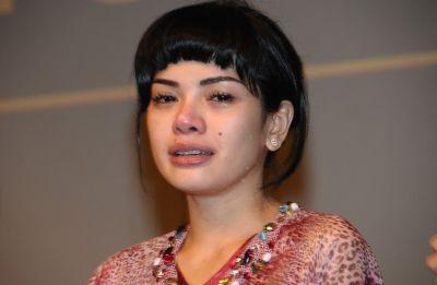Nikita Mirzani Ajari Anak Berbagi ke Panti Asuhan