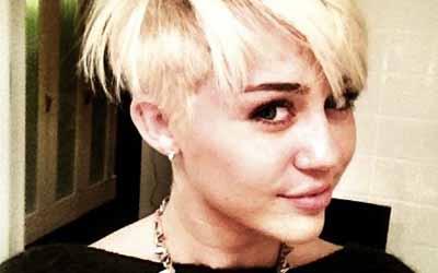 Miley Cyrus Bangga Disebut Lesbi