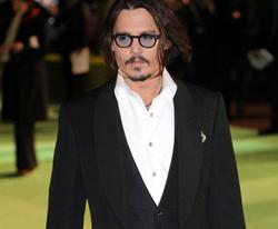Johnny Depp Hanya Berteman dengan Sepatu Bot