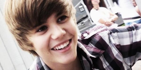 Nakal, Justin Bieber Dibela Neneknya