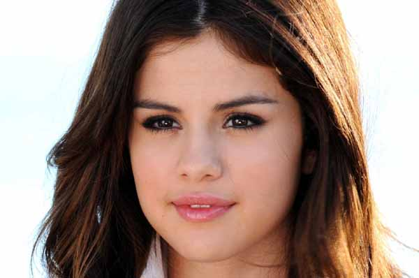 Selena Gomez Bangga Ultahnya Bareng Kelahiran Royal Baby