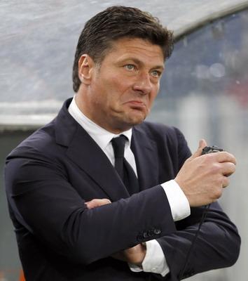 Walter Mazzarri  menolak anggapan yang menyebut posisi timnya ketika ini ibarat dengan  Juve Terkini Mazzarri: Jangan Samakan Saya dengan Conte, Inter dengan Juve!