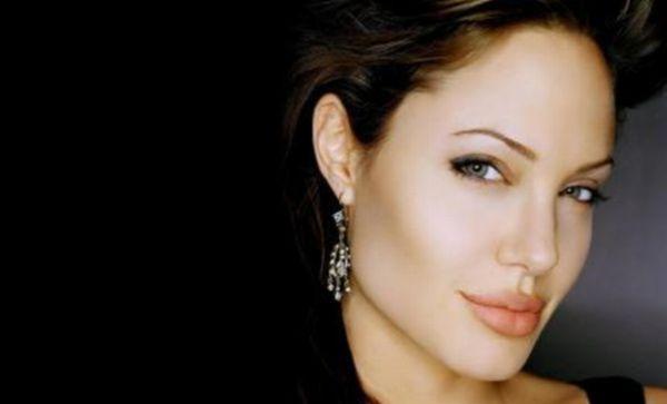 Angelina Jolie Jadi Artis dengan Bayaran Termahal