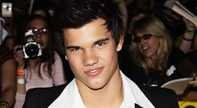 Taylor Lautner Cinlok dengan Lawan Mainnya