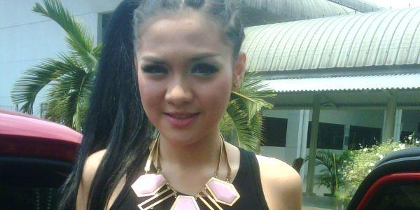 Lebaran di Bandung, Vicky Shu Ingin Dekat dengan Polisi