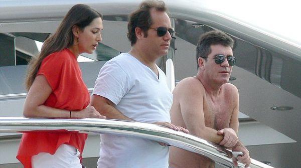 Simon Cowell Stres Hamili Istri Sahabatnya Sendiri