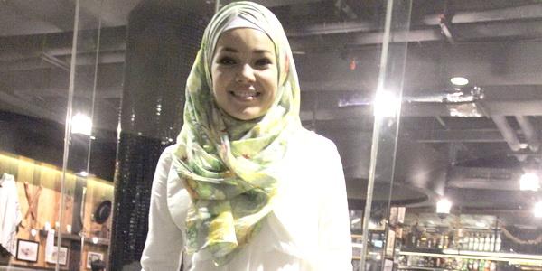 Dewi Sandra Bersyukur Suami Tak Banyak Menuntut Saat Lebaran
