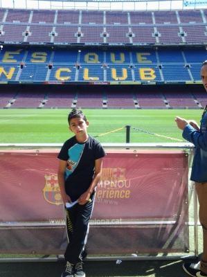 Cogalan Ferhat saat mengunjungi Camp Nou (foto: Ist)