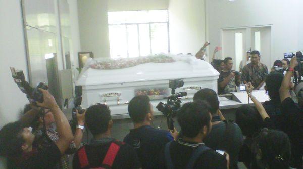 Abu Jenazah Kris Biantoro Ditabur di Laut Tanjung Pasir