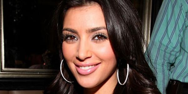 Kim Kardashian Ogah Keluar Rumah Sebelum Langsing