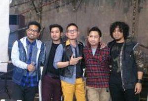 free download Lagu Di Ujung Jalan - Samsons mp3 + syair dan Lirik serta gambar kunci chord gitar lengkap