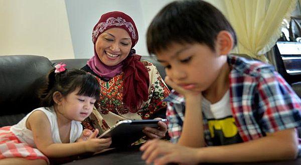 Foto : Yuspiah kuliah lagi demi dapat mendidik cucunya/The New Paper