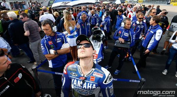 Lorenzo akan terus dijaga oleh tim Yamaha guna mencegah manuver dari Honda untuk membajaknya / motogp.com