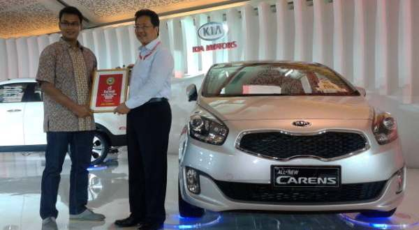 F: All New Carens jadi Car of The Year 2013(Azwar F/Okezone)