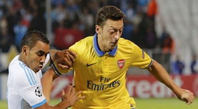 Mesut Ozil (kuning).(foto:Reuters)