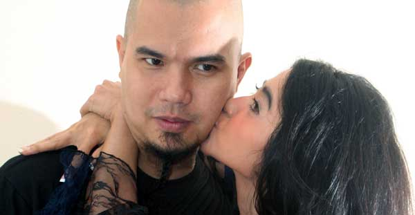 Dewi Perssik & Ahmad Dhani (foto: Tomi/Okezone)
