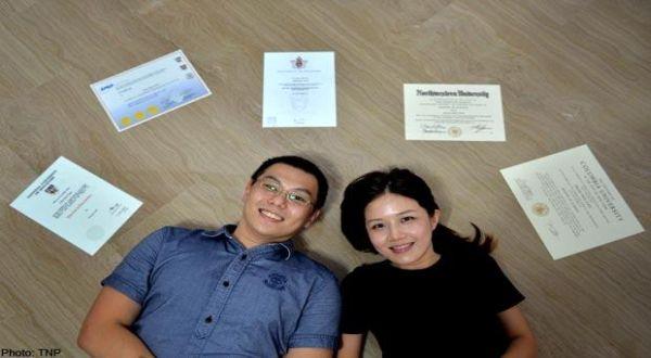 Tuan dan Nyonya Roy Chew mengoleksi berbagai gelar akademik. (Foto: TNP/Edvantage)