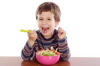 Cegah Obesitas, Biasakan Anak Makan Sehat sejak Dini