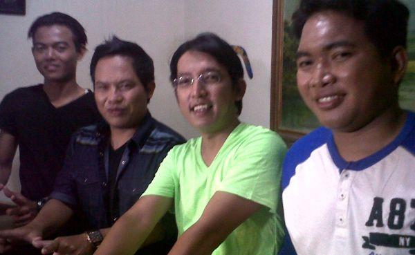Band Wali Blusukan ke Posko Banjir Jakarta