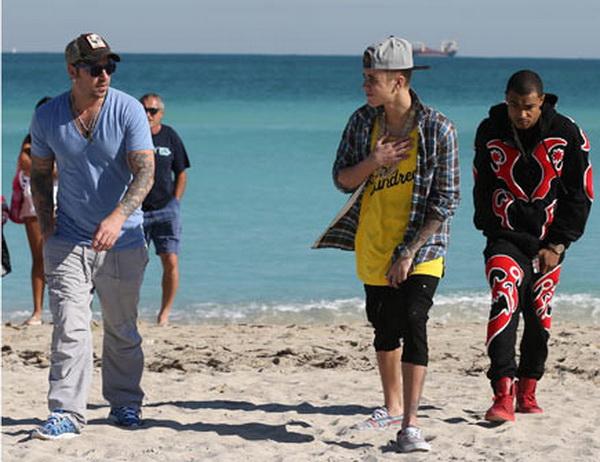 Justin Bieber Mabuk Bareng Ayah saat Ditangkap Polisi