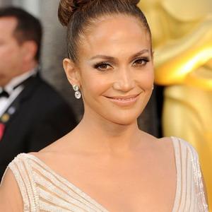 Jennifer Lopez Menikmati Hubungan yang Kacau