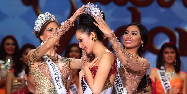 PUTRI INDONESIA 2014 ELVIRA DEVINAMIRA AKAN WAKILI INDONESIA DI AJANG MISS UNIVERSE 2014 DI BRAZIL