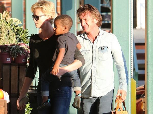 Sean Penn Ingin Charlize Theron Menjadi Istrinya