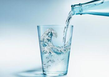 Minum Air Mineral Ampuh Perangi Alzheimer