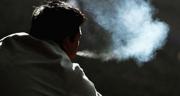 Hasil gambar untuk merokok galau
