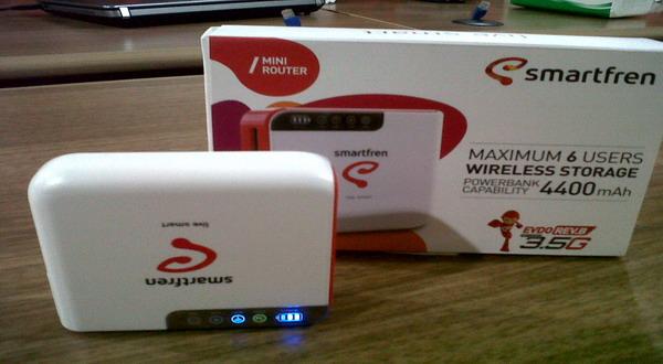 Modem router mini Smartfren (foto: Amril/Okezone)