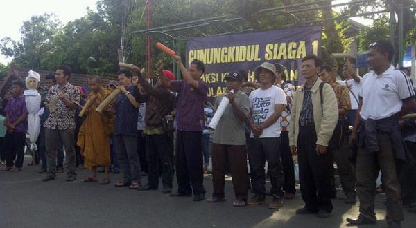 Aksi warga serukan bahaya politik uang di Gunungkidul (Markus Y/Sindo Radio)