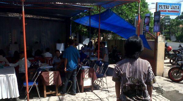 Panti pijat yang disulap menjadi lokasi TPS di Malang (Foto: Hari I/okezone)
