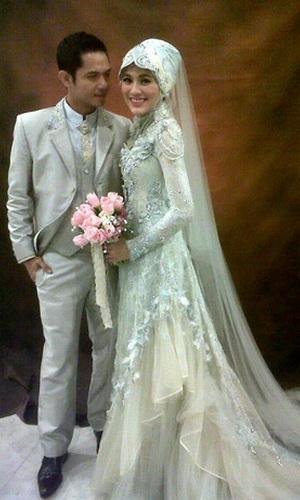 Foto gaun pengantin berjilbab