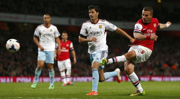 Gol Lukas Podolski bawa Arsenal tembus empat besar. (Foto: Eddie Keogh/REUTERS)