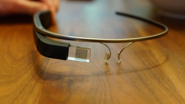 Penjualan Perdana, Google Glass Seharga Rp17 Juta Ludes Terjual
