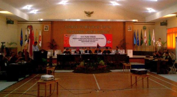 Suasana rekapitulasi di Kantor KPU Jawa Barat (Foto: Oris/Okezone)