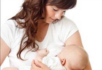 Moms, Bayi Menyusui Tekan Risiko Penyakit Jantung