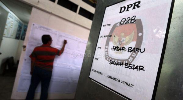 Ilustrasi, petugas melakukan rekaputulasi Pileg 2014 di Jakarta (Foto: Dede K/Okezone)