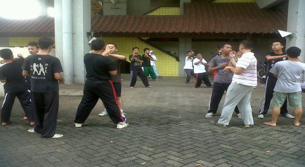 Mahasiswa UI berlatih kungfu. (Foto: Marieska/Okezone)