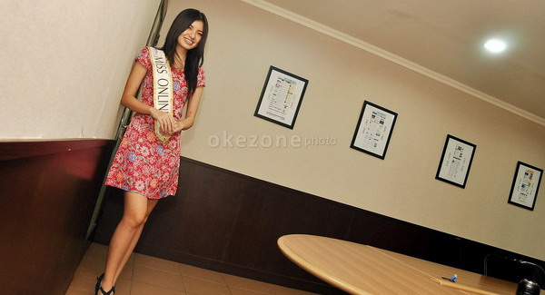 Redakan Mual Usai Muntah, Miss Online 2014 Makan Bubur