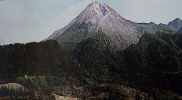 Plt Pengawasan dan Penyelidikan Gunung  Api Pusat Vulkanologi dan Mitigasi Bencana Geologi Sejarah Letusan Gunung Merapi