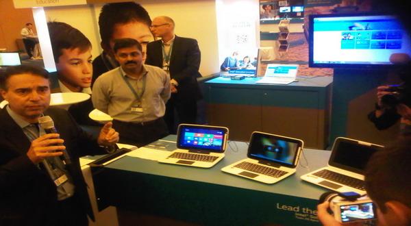Tablet 2-in-1 Intel di pamerkan di Singapura (foto: Luthfi/Okezone)