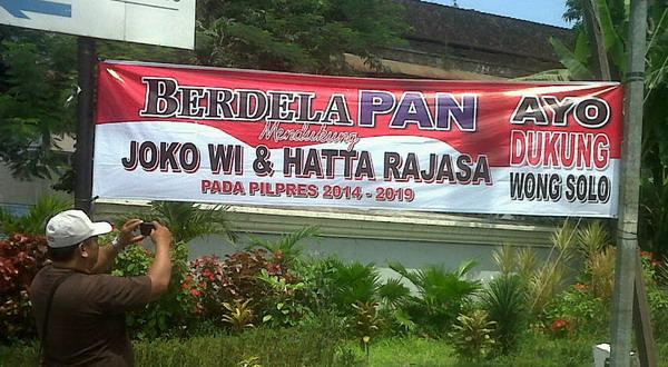 Spanduk Jokowi nyapres